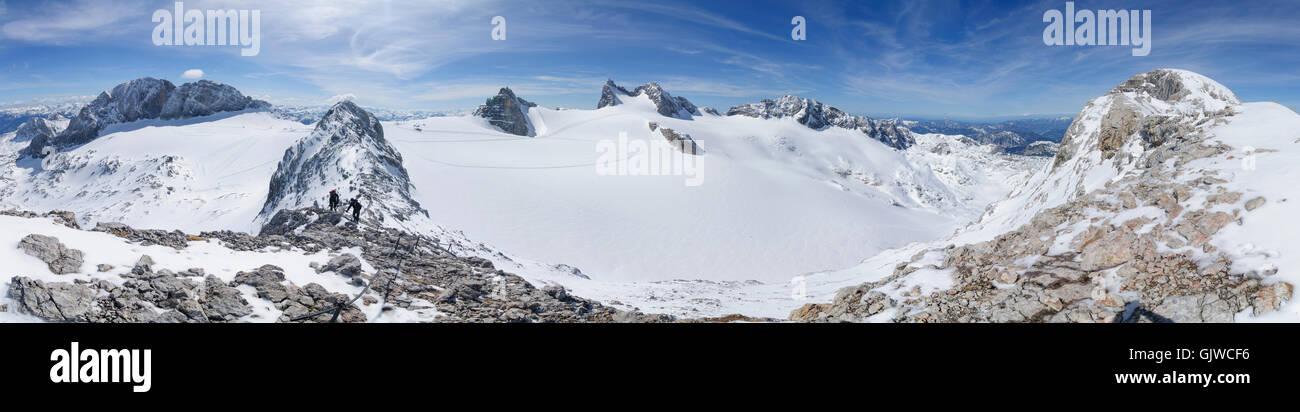 Nationalpark Dachstein: Advance to Hoher Gjaidstein , overlooking the Hoher Dachstein (center) and Hallstatt glacier - Stock Image