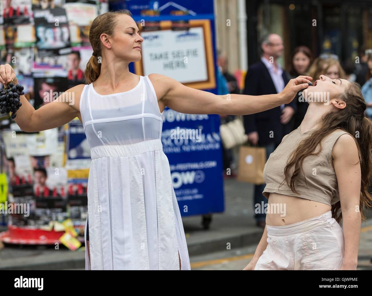 Edinburgh, Scotland, UK. 18th August, 2016. Performers at the Edinburgh Fringe Festival Credit:  Richard Dyson/Alamy - Stock Image