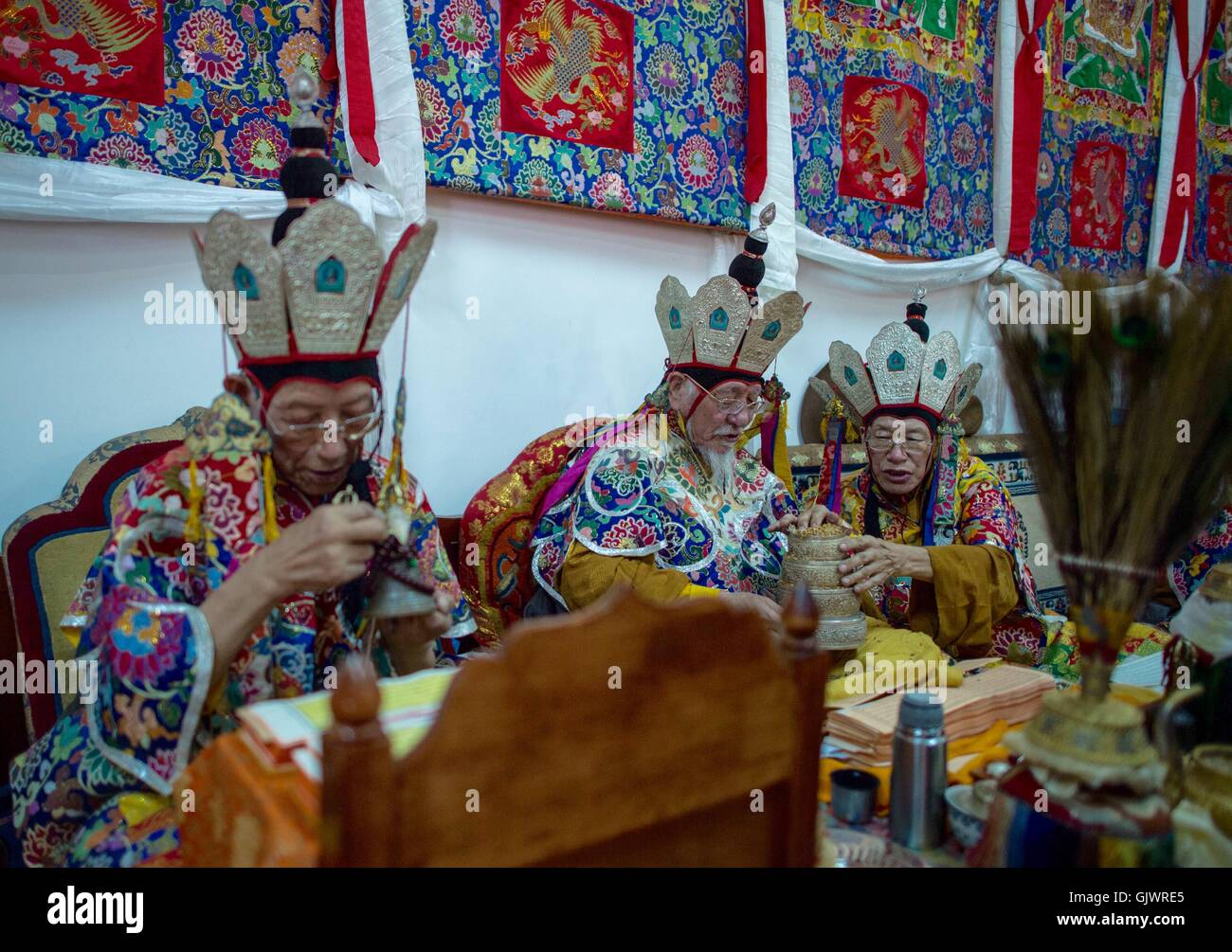 Lhasa, Tibet. 18th August, 2016. Tibetan medicine experts attend a blessing ceremony for the Tibetan medicine at - Stock Image
