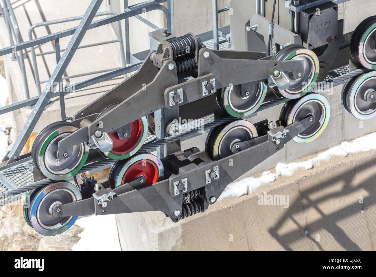 Cable Pulley Stock Photos & Cable Pulley Stock Images - Alamy
