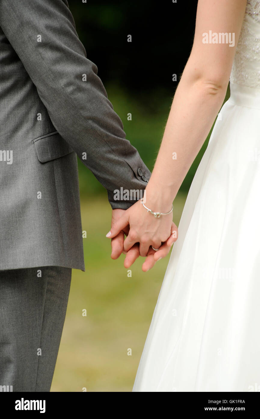 Newly wed couple holding hands - Stock Image