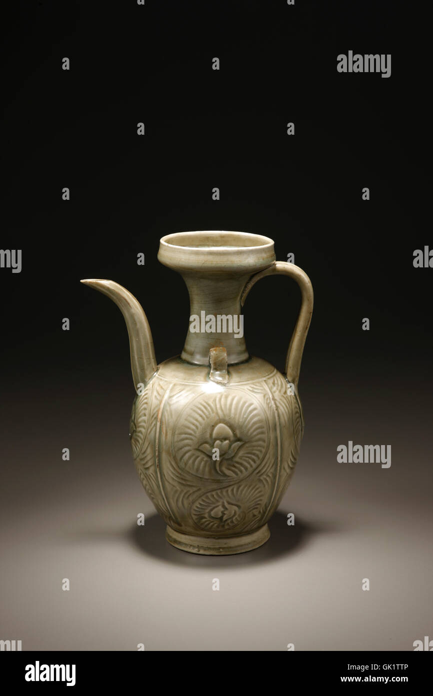 Ding engraved floral patterns ewer Stock Photo