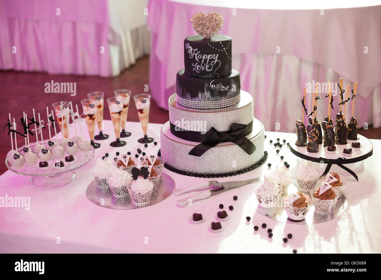 Wedding Cake Set Up Stock Photos & Wedding Cake Set Up Stock Images ...
