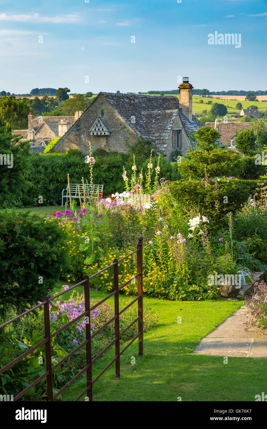 Garden and rooftops of Burford, the Cotswolds, Oxfordshire, England - Stock Image