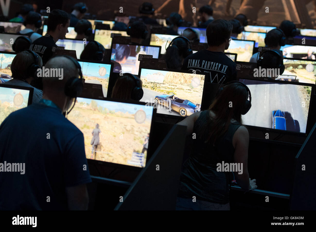 Cologne, Germany. 18th Aug, 2016. Visitors playing the game 'Final Fantasy XV' at the Gamescom gaming convention - Stock Image