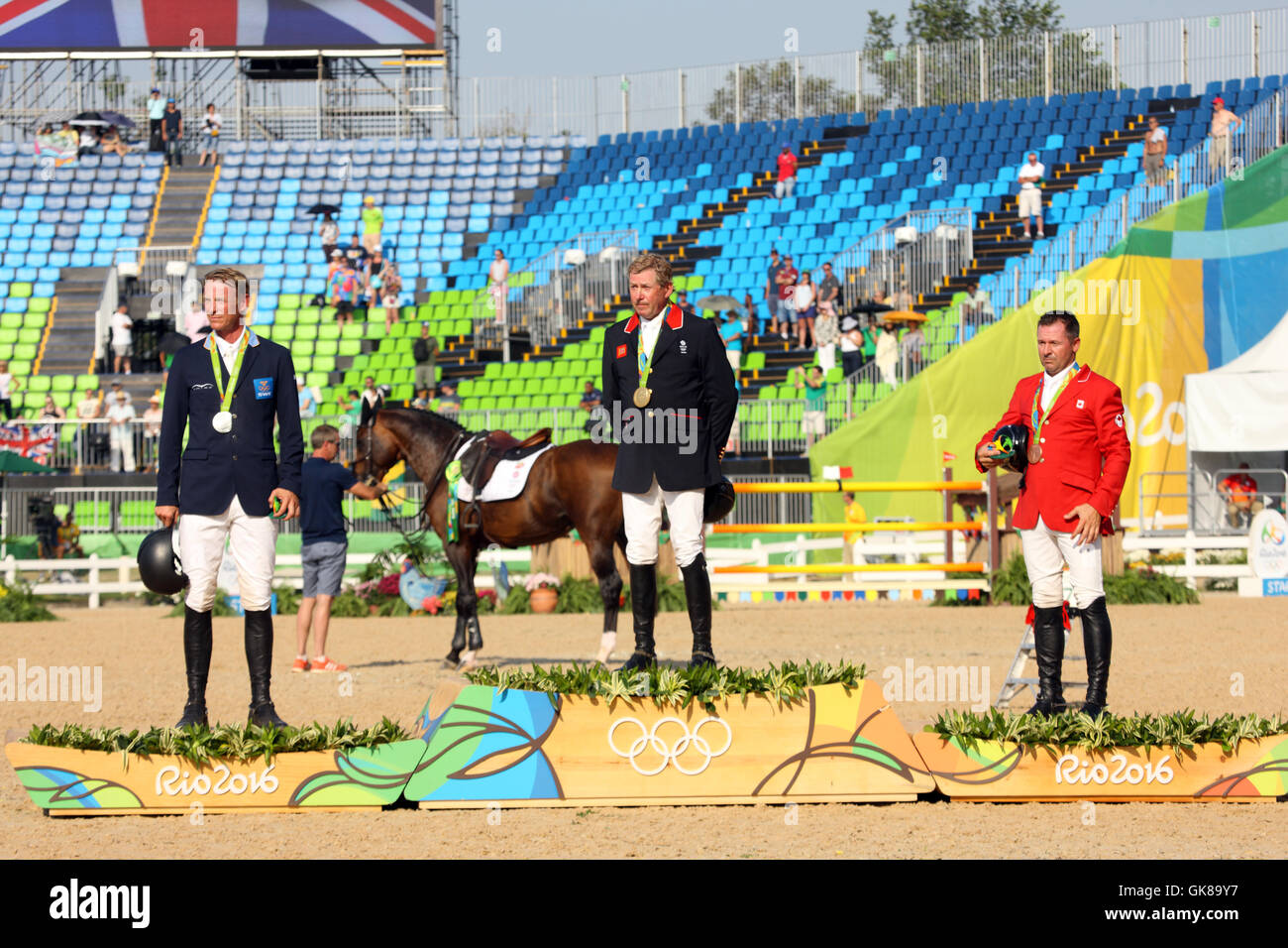 Rio de Janeiro, Brazil. 19th August, 2016.  Nick Skelton GBR (centre), Gold Medal Winner in the Olympic Equestrian - Stock Image