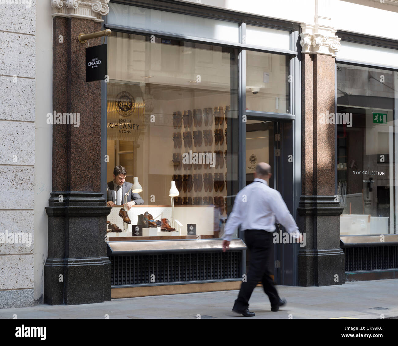 Oblique view of store front. Joseph Cheaney, London, United Kingdom. Architect: Checkland Kindleysides, 2014. - Stock Image