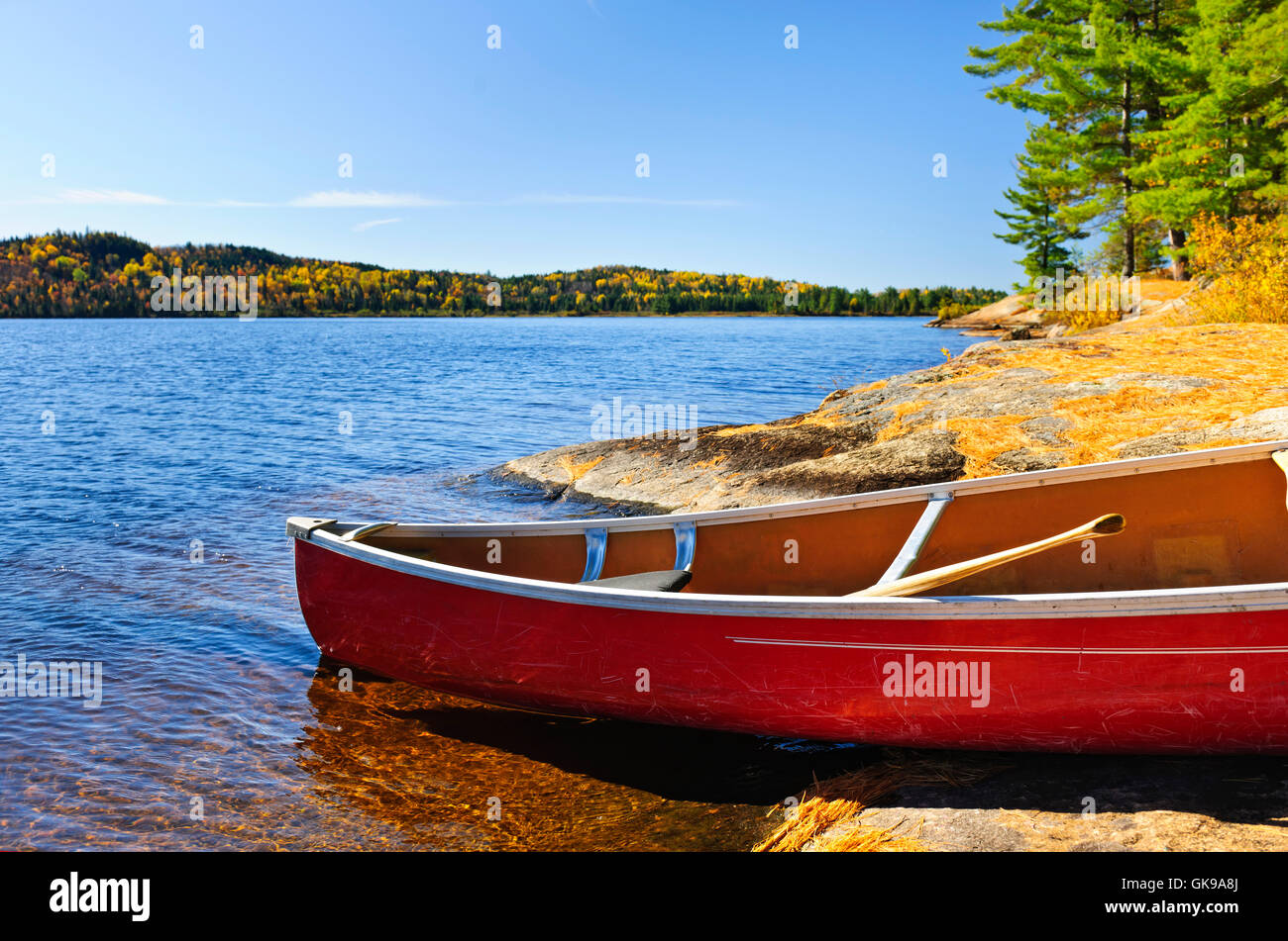 oar rocky fresh water - Stock Image