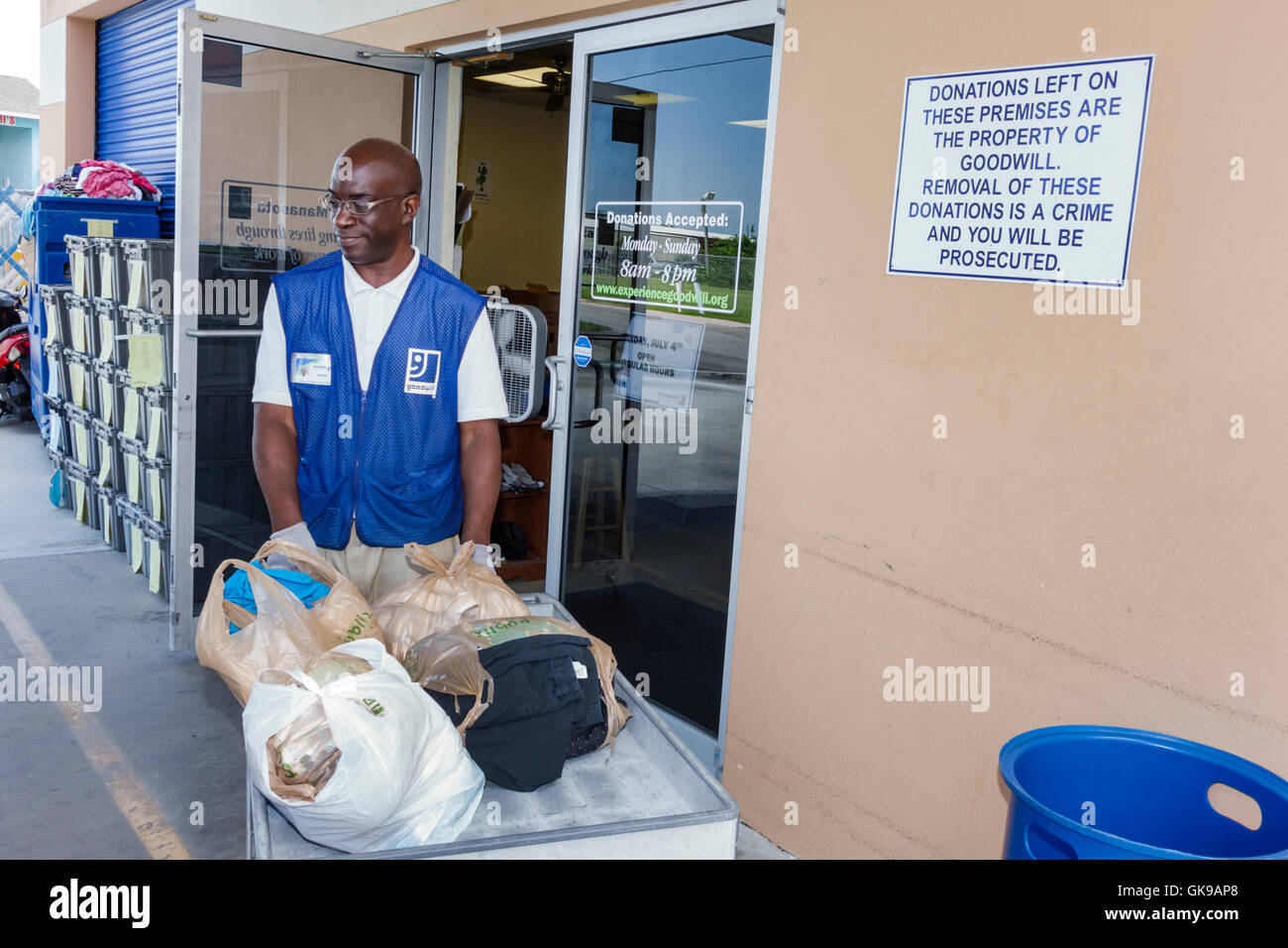 Florida Ellenton Goodwill Industries nonprofit organization thrift store donations center drive-thru worker Black - Stock Image
