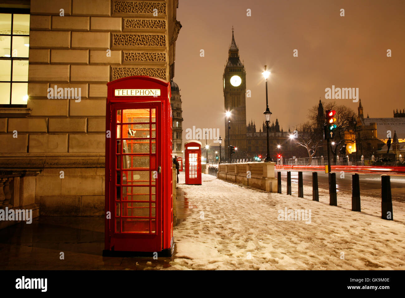 telephone box phonebooth telephone kiosk - Stock Image