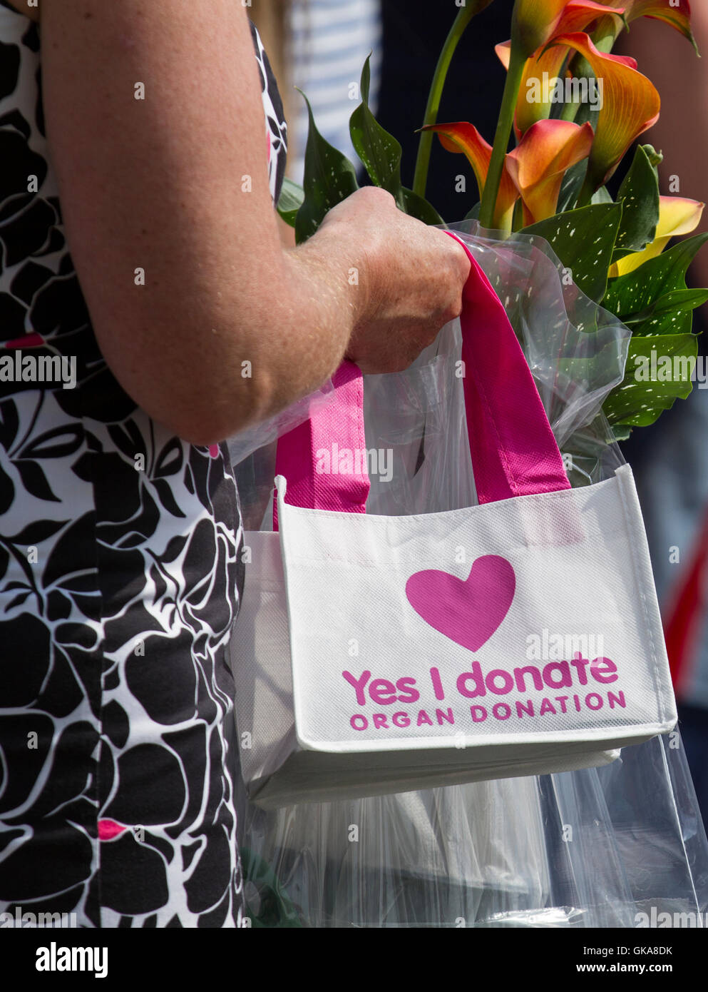 Yes I donate, organ donation bag being carried at Southport Flower Show, Merseyside, UK - Stock Image
