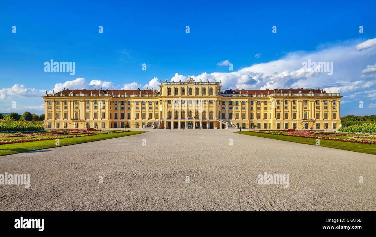 Front view of the Schonbrunn Palace. - Stock Image