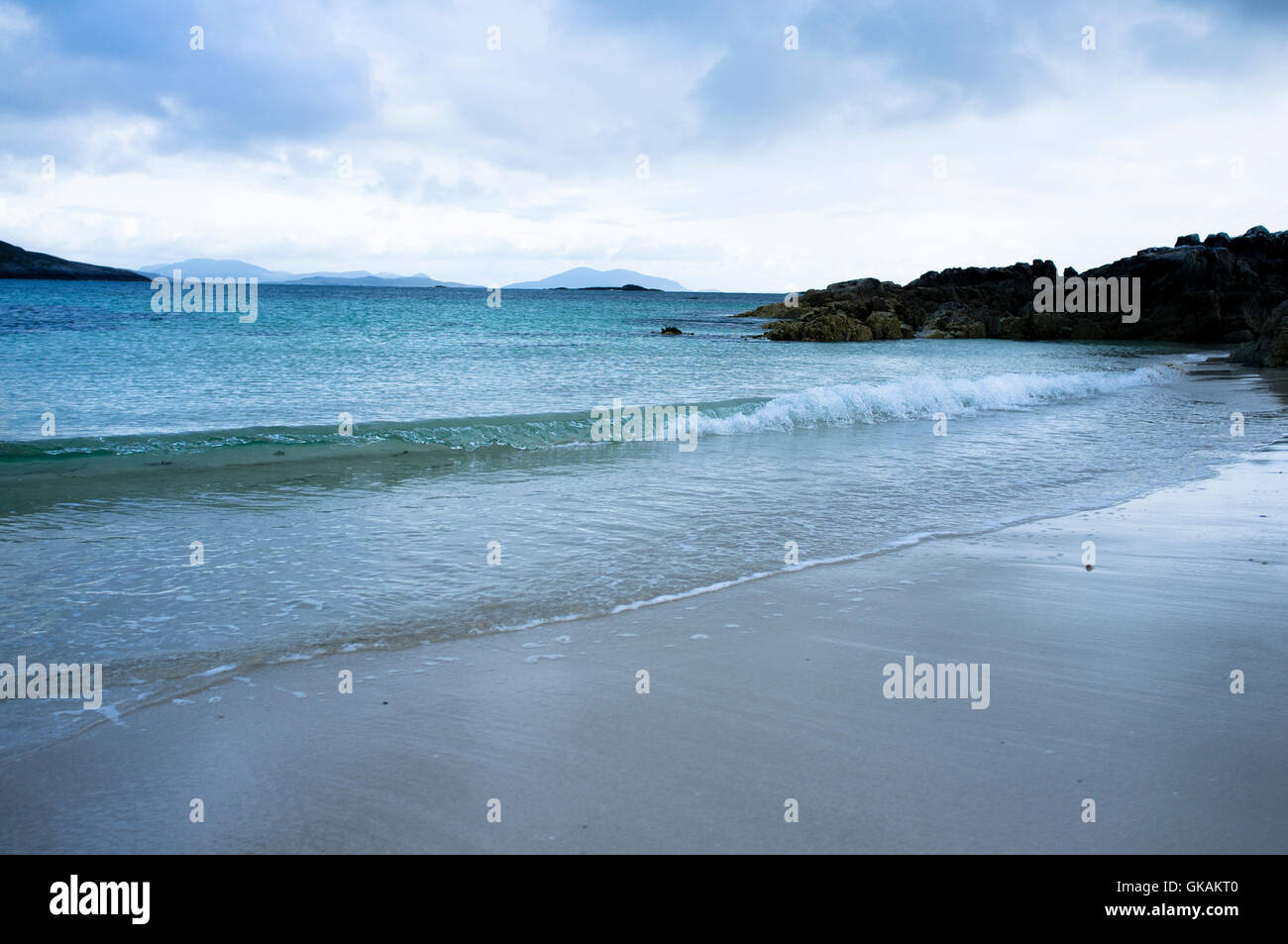 Empty and unspoilt beach at Huishinish peninsula in North Harris, Outer Hebrides - Stock Image