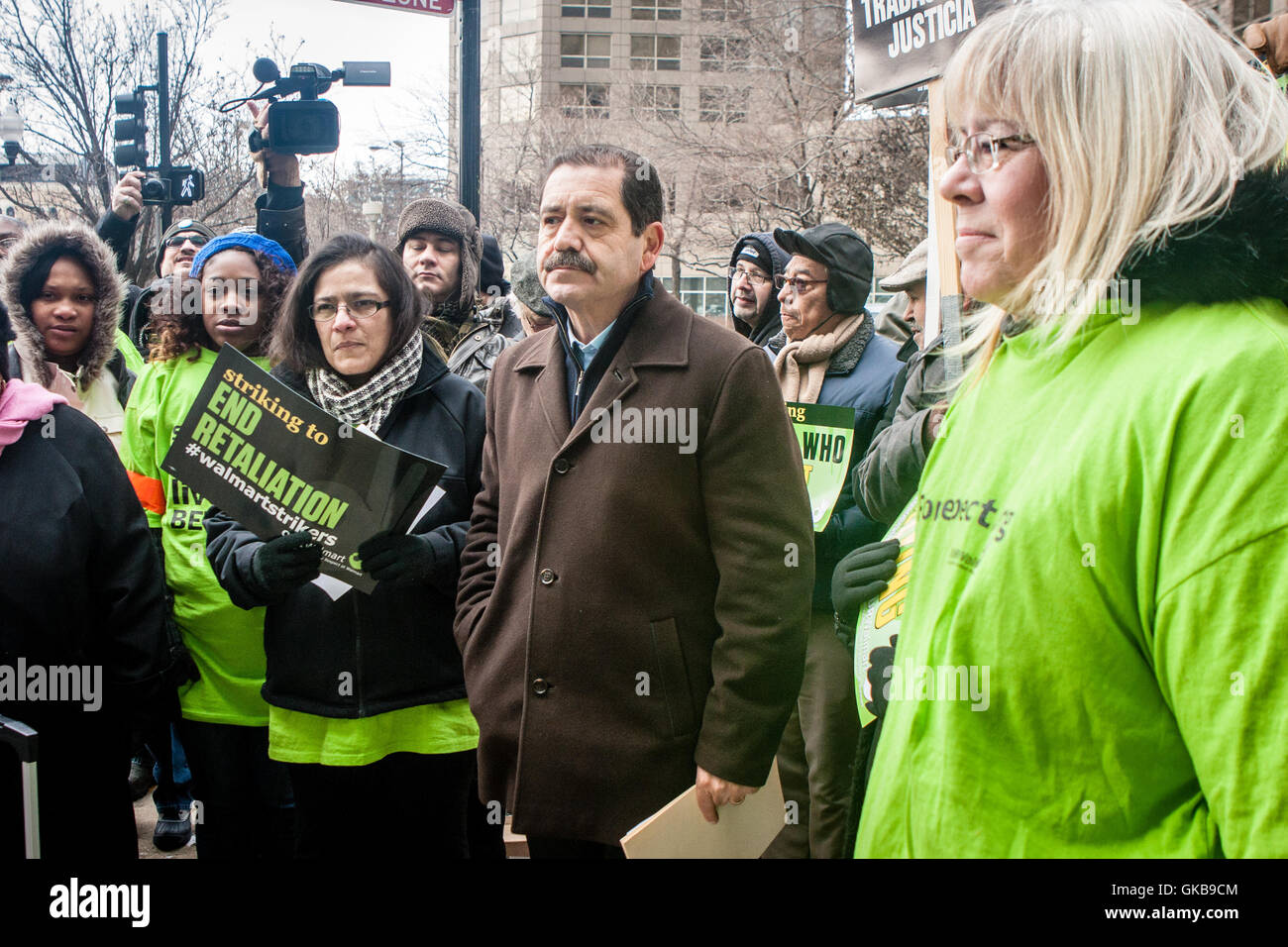 Chicago, Illinois - November 28, 2014: Jesus Chuy Garcia supports striking Walmart workers as they protest outside - Stock Image