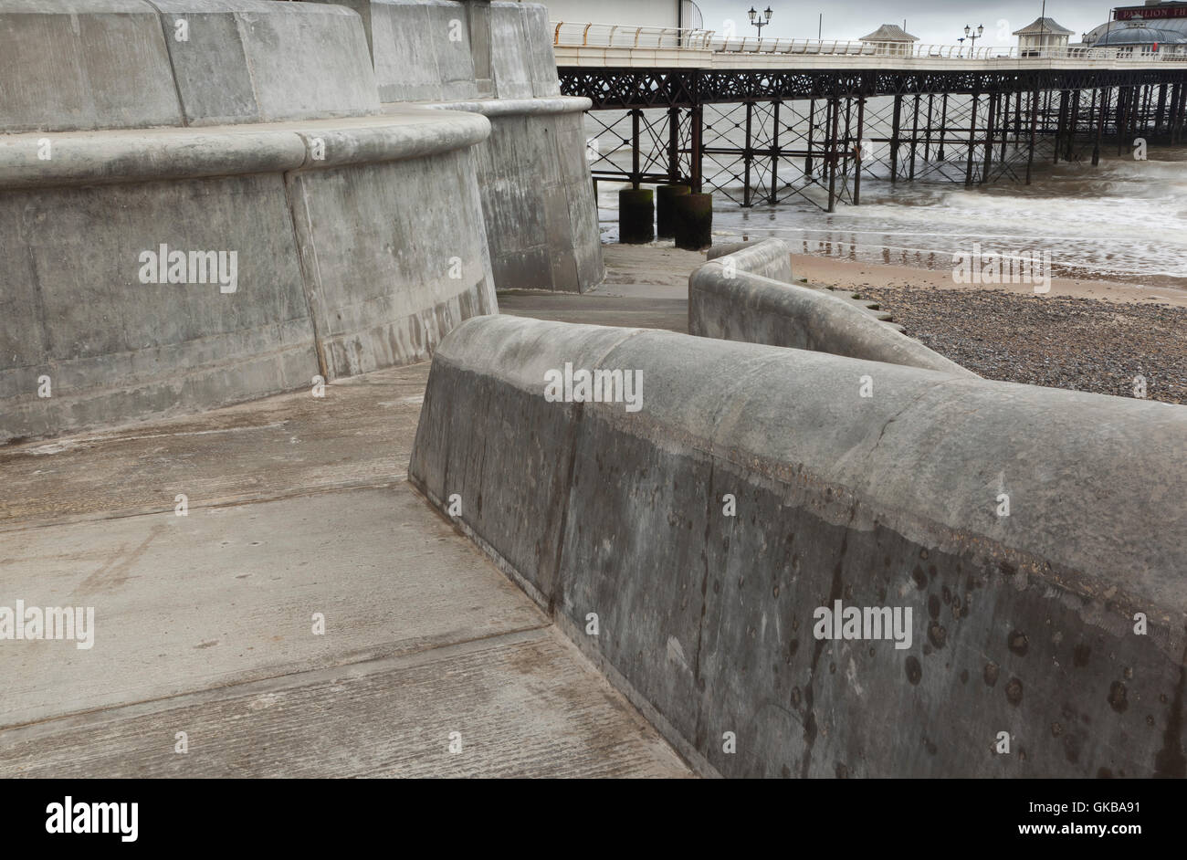 The new concrete sea defenses and promenade at Cromer beach after storm damage - Stock Image