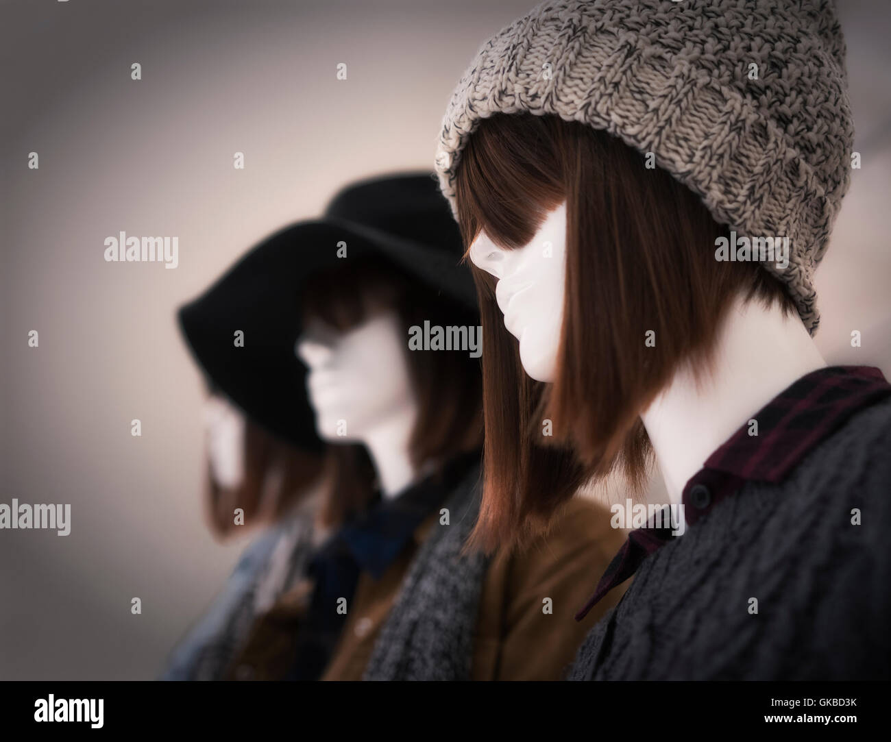 Mannequins sporting chic haircuts and fall/winter fashion - Stock Image
