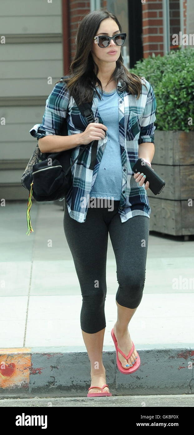 70f2a334 Pregnant Megan Fox celebrates her 30th birthday by herself at Cafe ...
