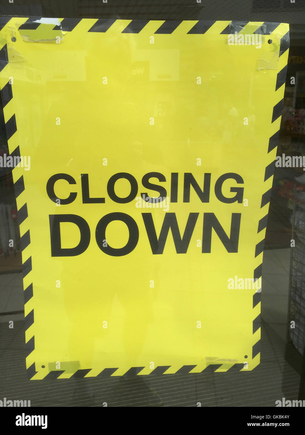 CLOSING DOWN NOTICE  Photo Tony Gale - Stock Image