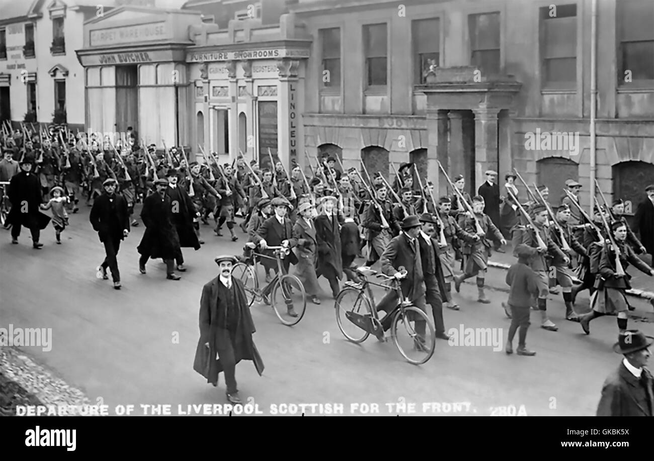 LIVERPOOL SCOTTISH REGIMENT Postcard showing them leaving for France in 1914 - Stock Image