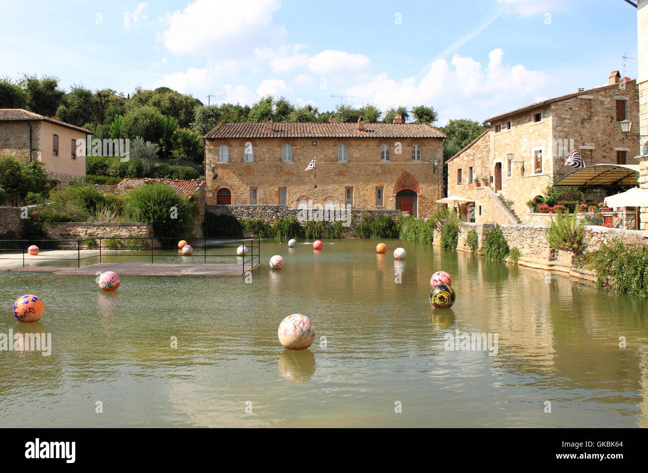 Old thermal baths in the medieval village of Bagno Vignoni. Tuscany ...