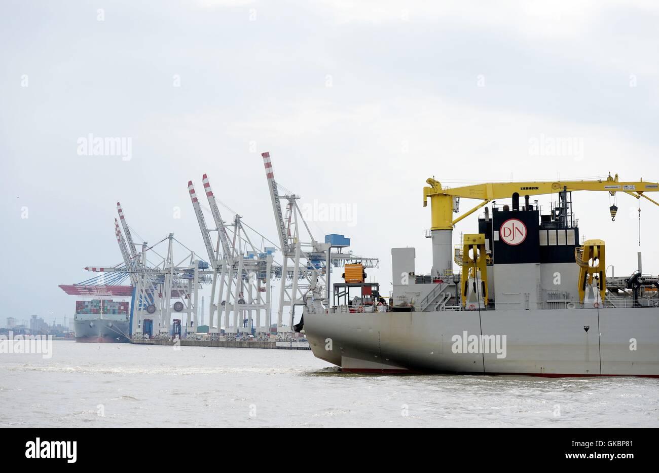 The hopper dredger 'Bartolomeu Dias' in the port of Hamburg, captured on 30 July 2016. | usage worldwide - Stock Image