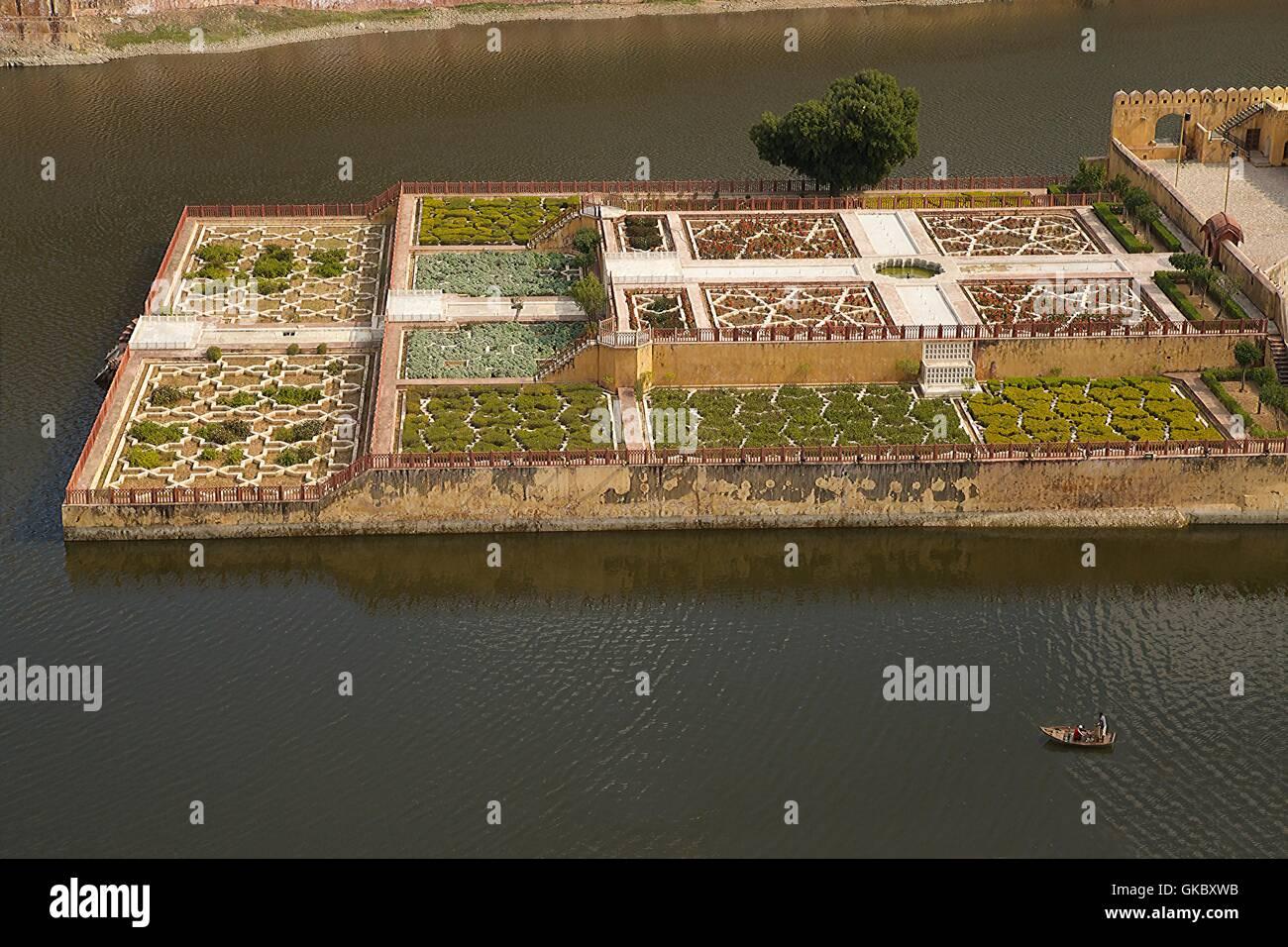 Kesar Kyari Bagh gardens, Maota Lake, Amber Fort, Jaipur, Rajasthan, India - Stock Image