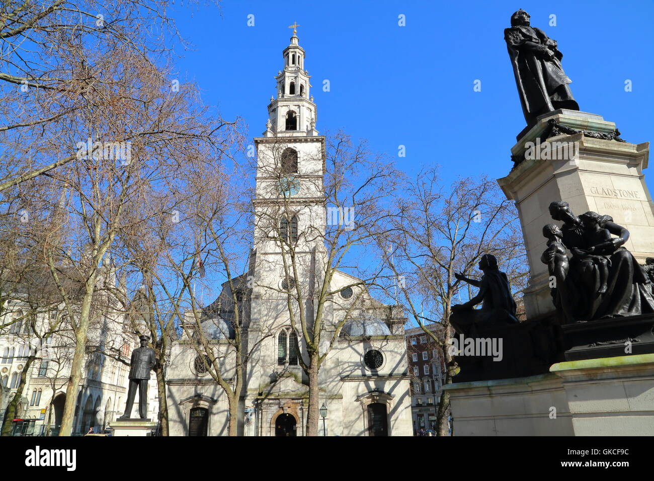 St Clement Danes church with the statue of William Ewart Gladstone in the foreground, London, Great Britain - Stock Image