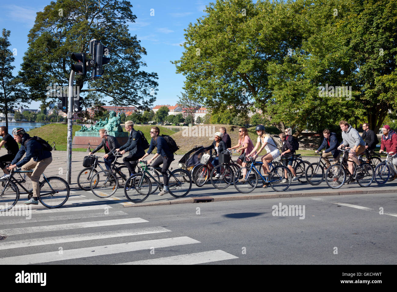 Summer late morning bicycle rush on the heavily trafficked bicycle path at the lakes, Frederiksborggade, Søtorvet, - Stock Image