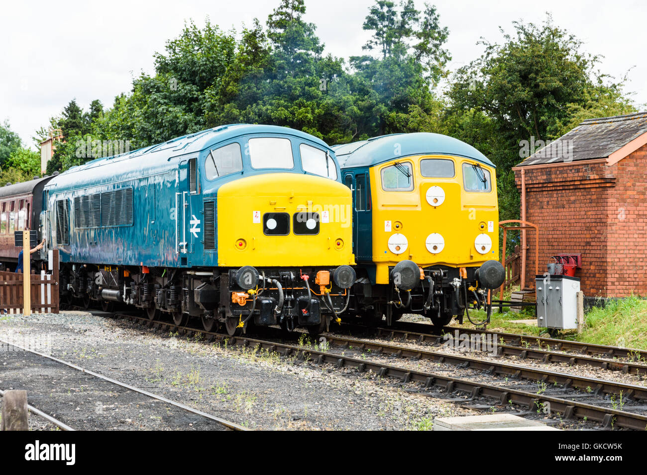 Class 45 45149 and Class 24 D5081 side by side at Toddington station on the GWSR Stock Photo