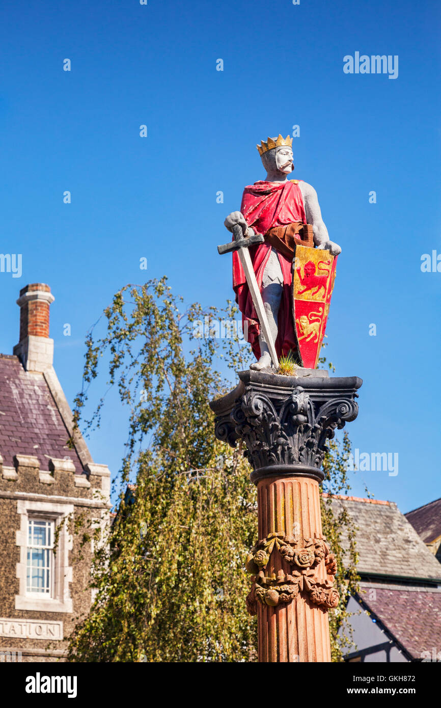 Statue of Llewellyn ap Iorwerth, or Llewellyn the Great, in Lancaster Square, Conwy, Wales, UK. - Stock Image