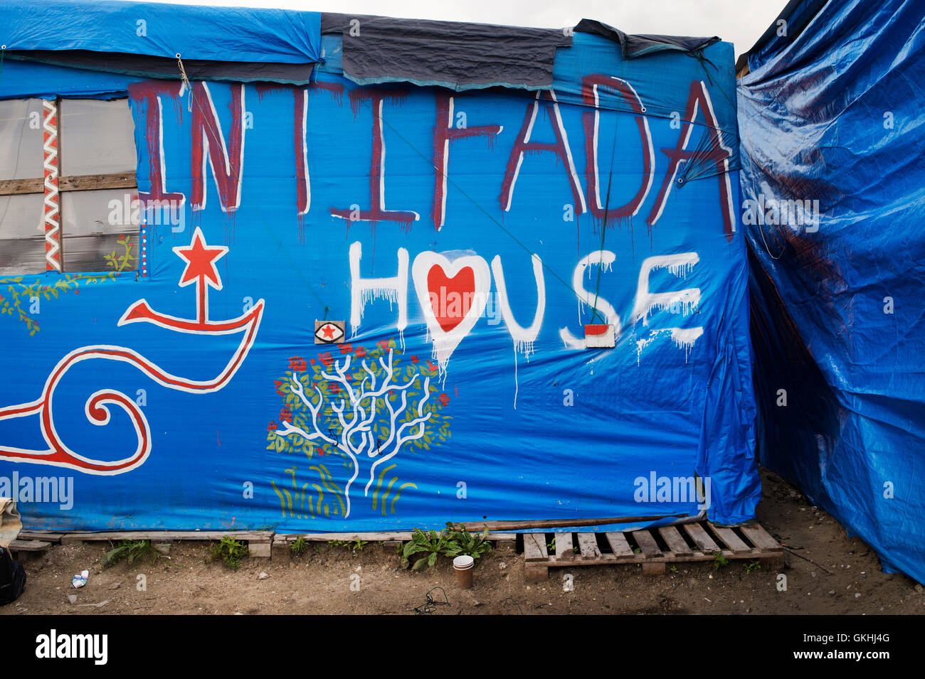 France, Calais. 'Jungle' camp for refugees. Hut with 'Intifada' house written on it. - Stock Image