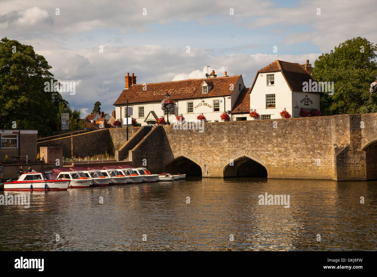 View Of The Nags Head Hotel From The River Thames At Abingdon Stock