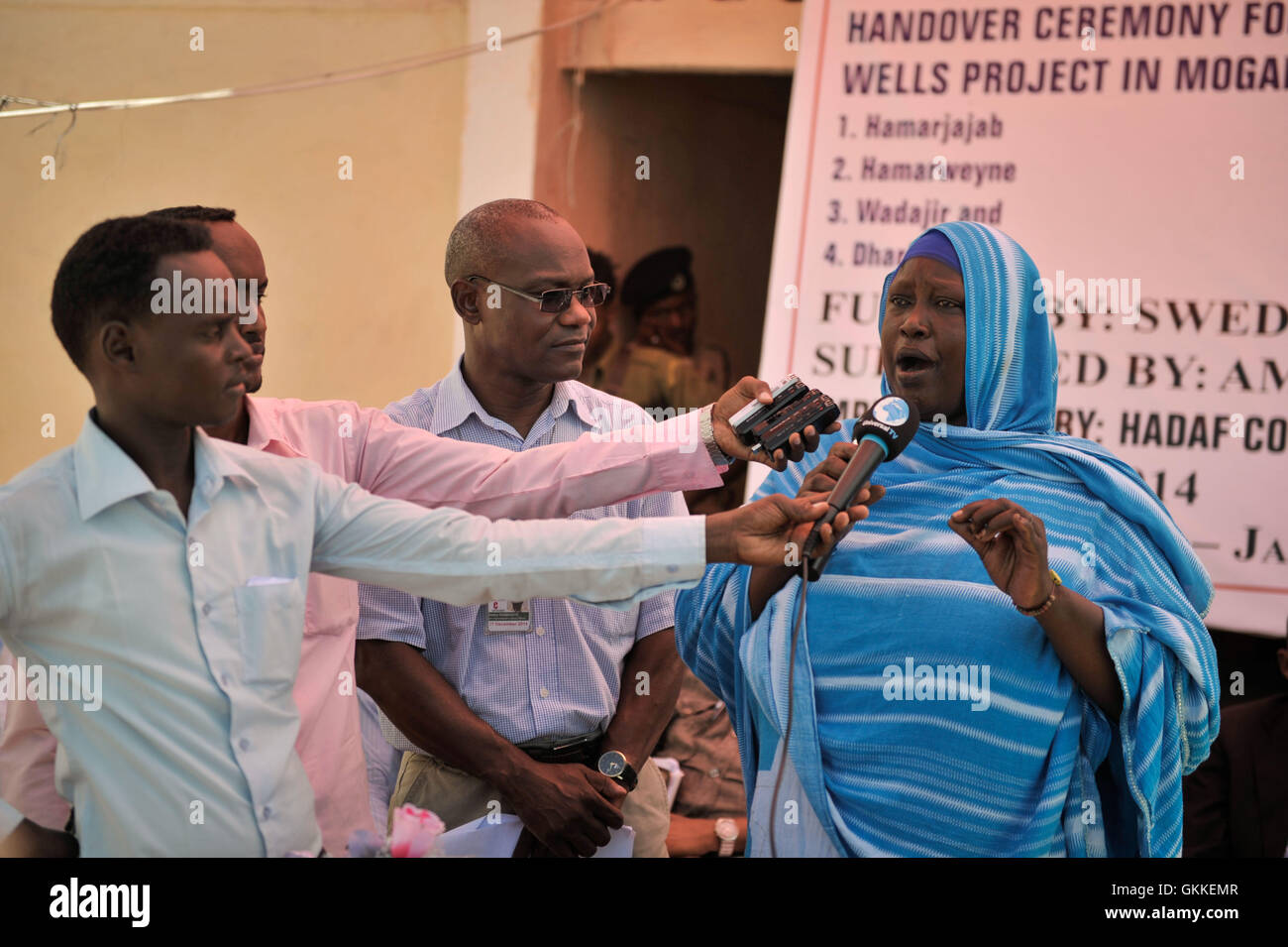 Zeinab Mohamed, chairlady of the local community, gives a speech at a handover ceremony for a well donated by the - Stock Image