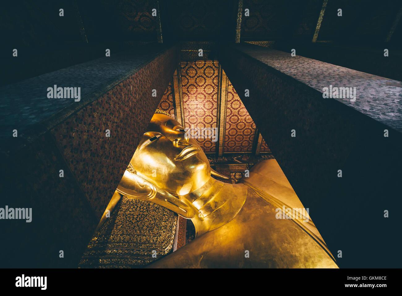 The Reclining Buddah, at Wat Pho, in Bangkok, Thailand. - Stock Image