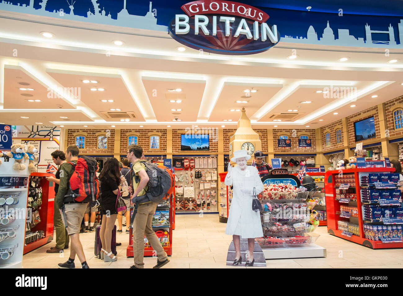 funny royalty the queen greets tourists at tourist shop outlet stock