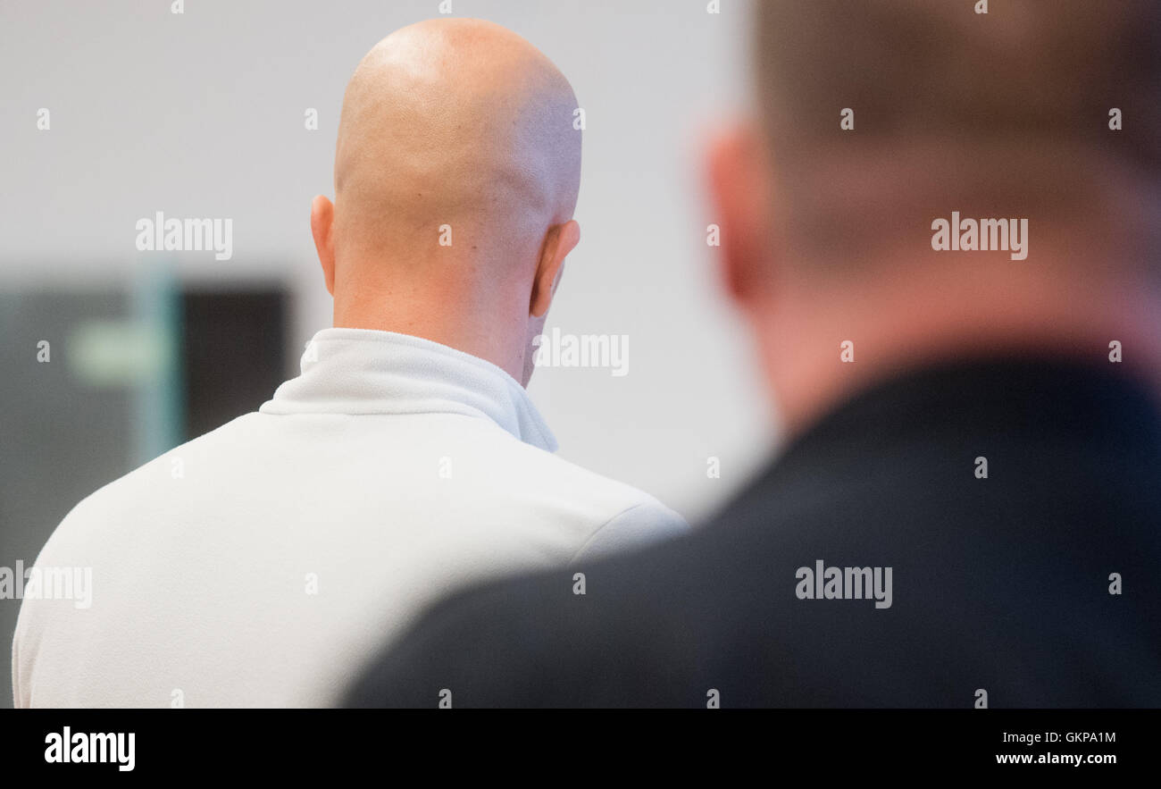 The accused Veljko M. stands at the Land court in Hannover, Germany, 22 August 2016. The 33-year-old accused allegedly - Stock Image