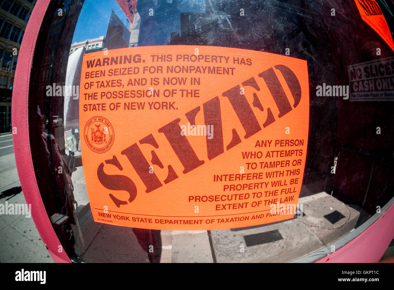 A Seized Sign Decorates The Door Of Grimaldis Pizzeria In Chelsea New York Seen On Monday August 22 2016 Manhattan Branch Iconic Brooklyn