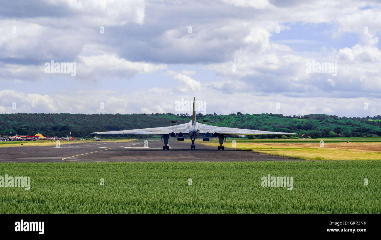 Avro Vulcan XM655 taxiing on the runway at Wellesbourne airfield as part of an annual display. - Stock Image