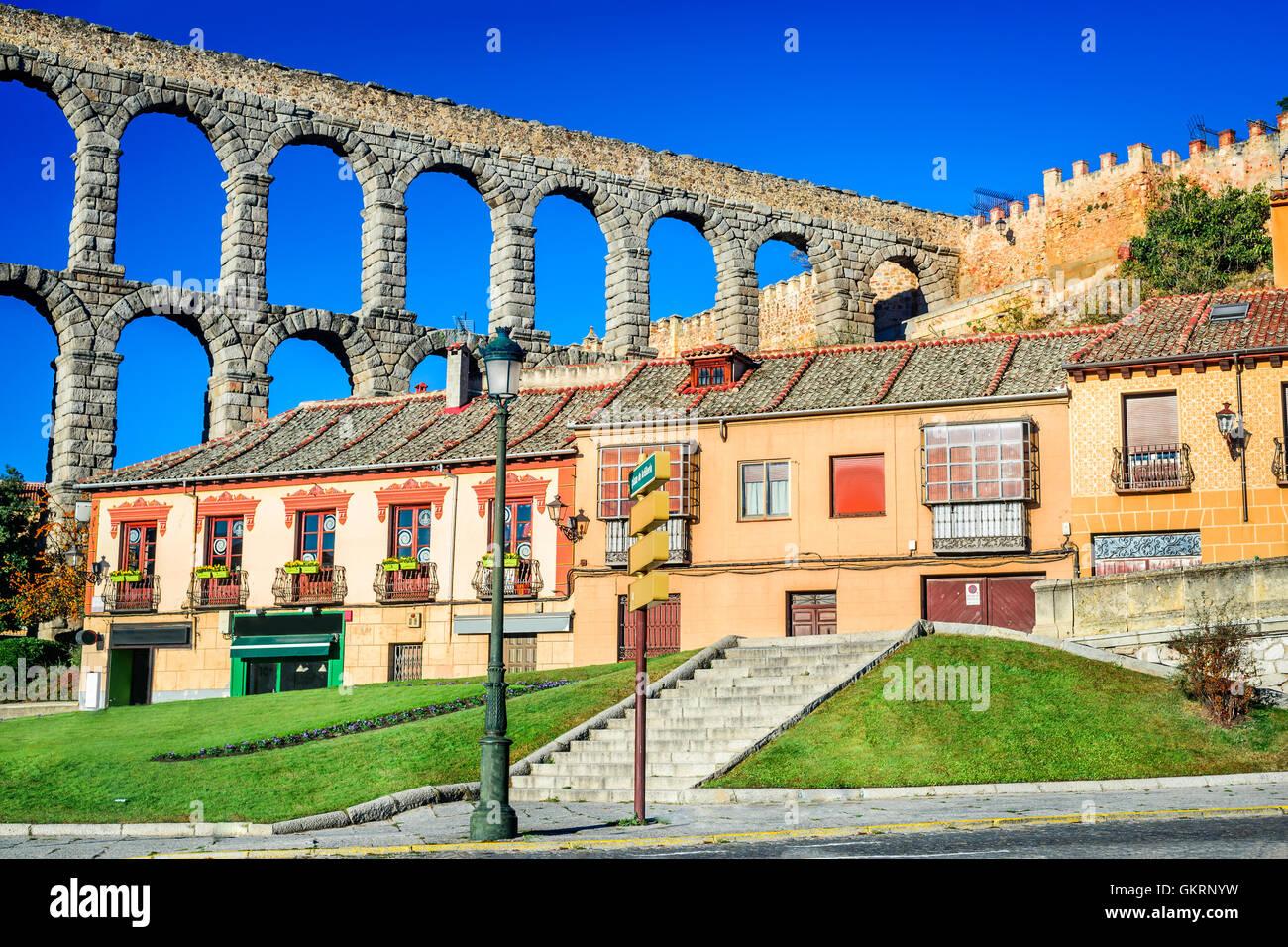 Segovia, Spain. Town view at Plaza del Artilleria and the ancient Roman aqueduct, Castilla y Leon - Stock Image