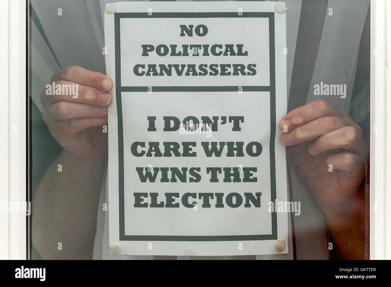 A disgruntled voter expresses their opinion on politicians and campaigners. - Stock Image