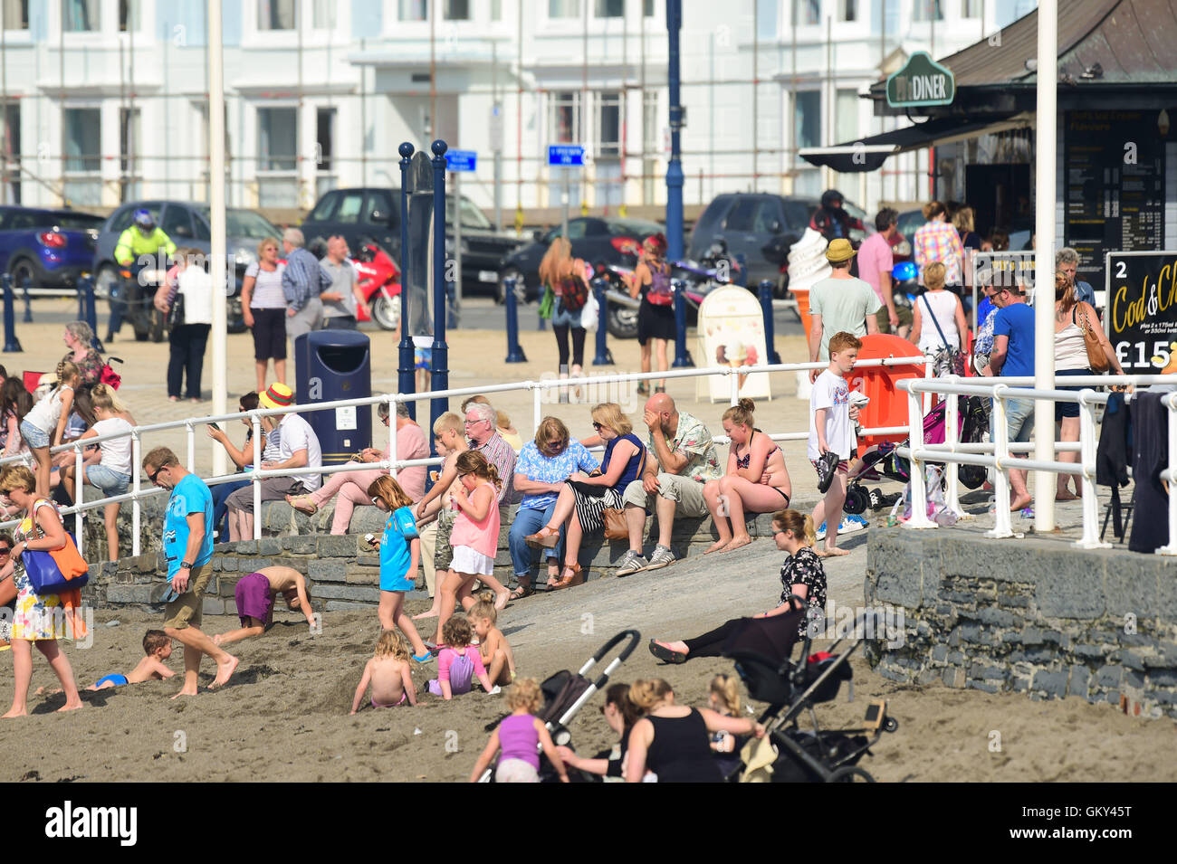 Aberystwyth, Wales, UK. 23rd Aug, 2016. UK weather: People enjoying a return to warm sunny weather at the seaside - Stock Image