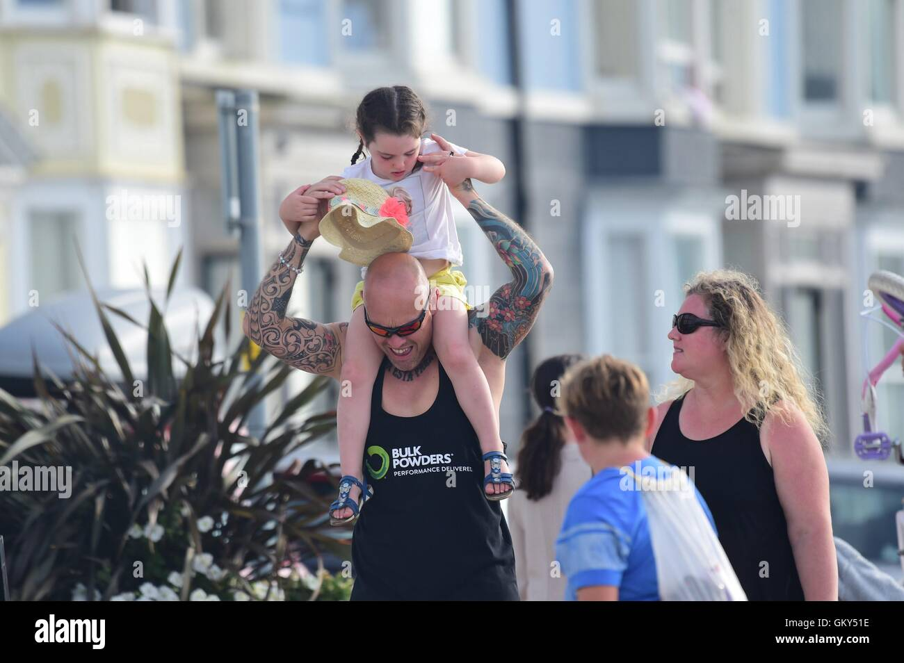 Aberystwyth Wales UK, Tuesday 23 August 2016 UK weather: People enjoying a return to warm sunny weather in Aberystwyth - Stock Image