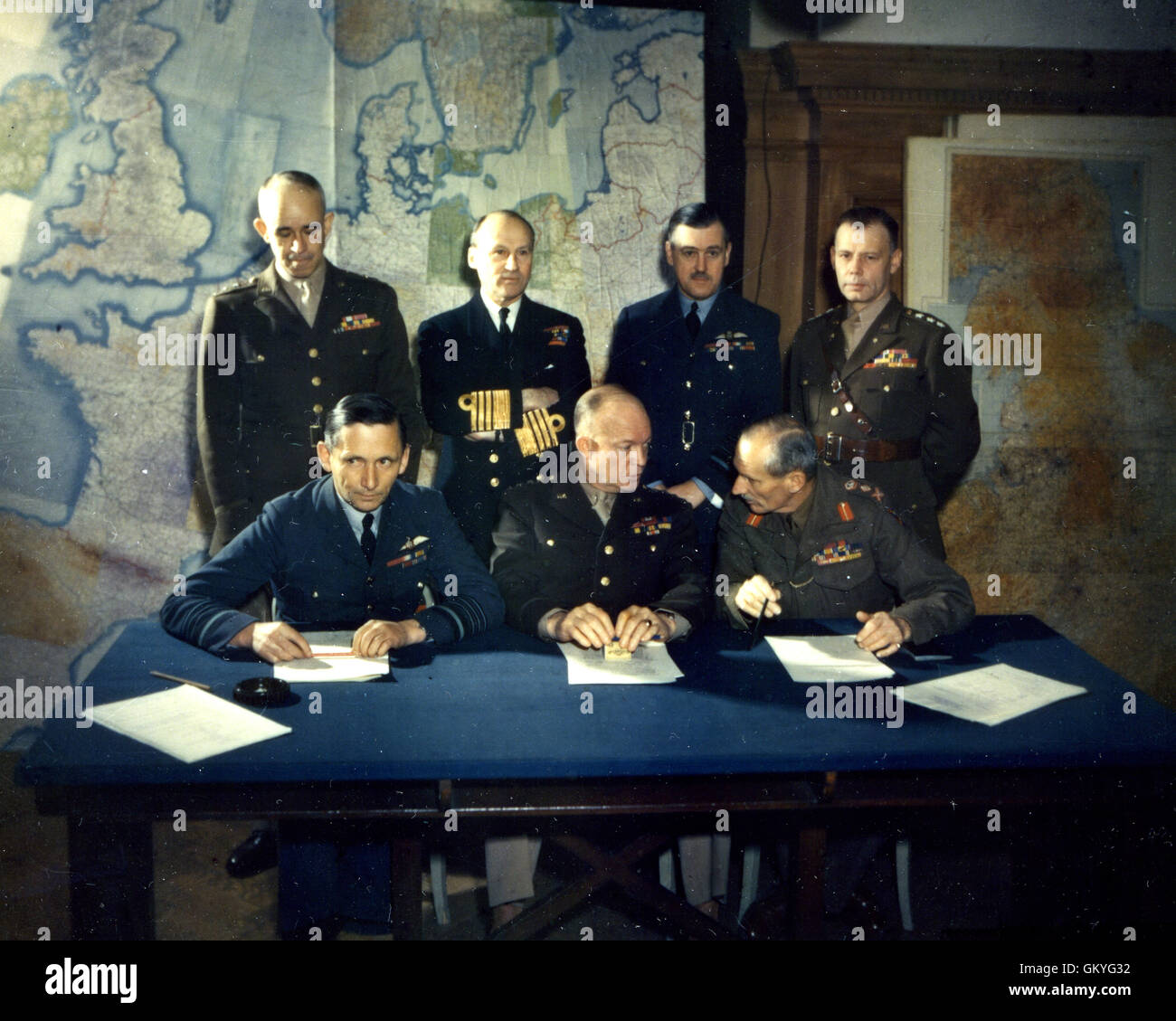 Dwight D. Eisenhower, General of the Army, with officers of the Supreme Command of the Allies during the Spring - Stock Image