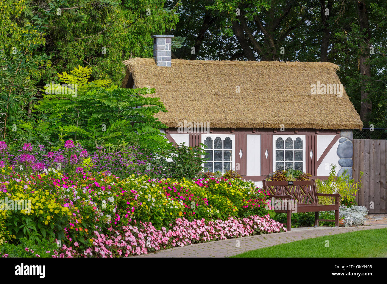 Country cottage in the English Garden, Assiniboine Park, Winnipeg, Manitoba, Canada. - Stock Image
