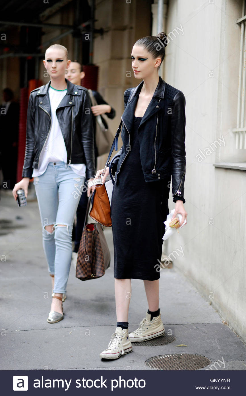 Models Off Duty, Paris on Avenue de Friedland during Paris Haute Couture Fashion Week. - Stock Image
