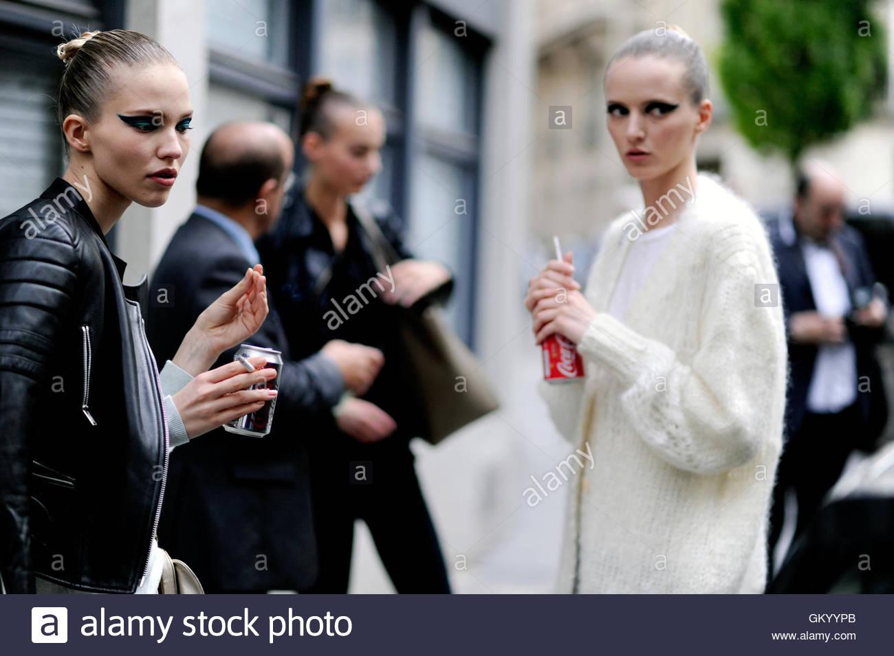 Models Off Duty, Paris  Haute Couture Fashion Week July 2014.Avenue de Friedland, Paris France. - Stock Image