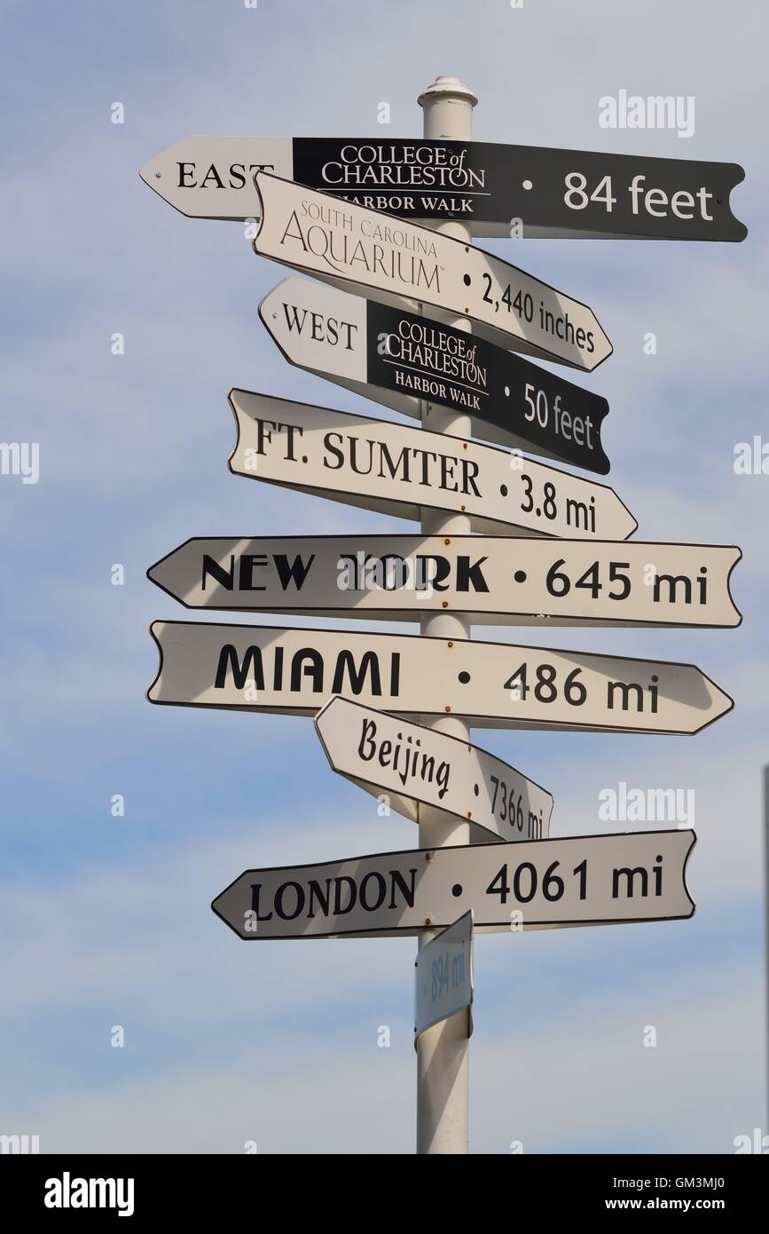 Directional signs from Charleston, SC to major cities and points of interest - Stock Image