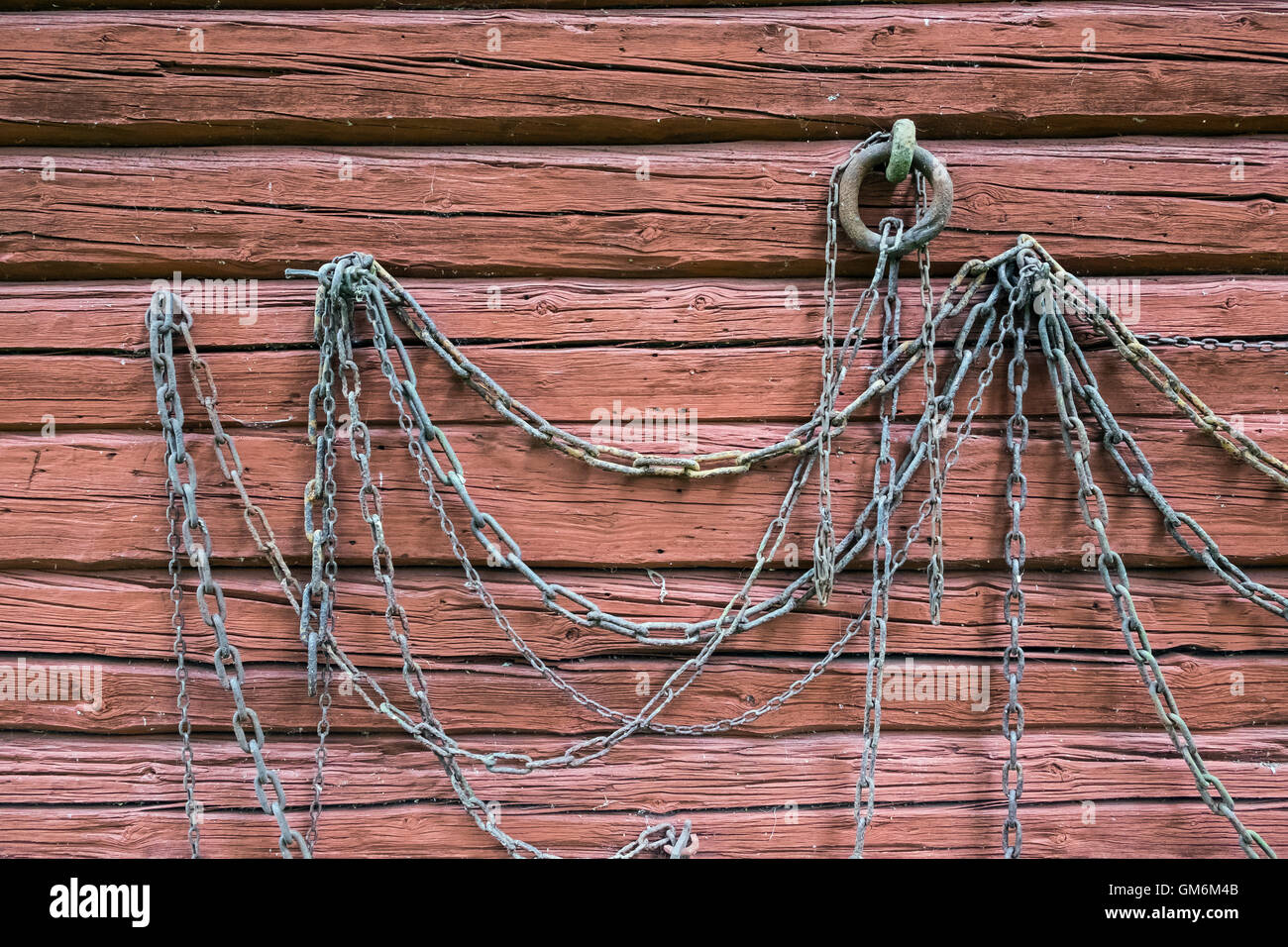 Chains on timbered wall - Stock Image