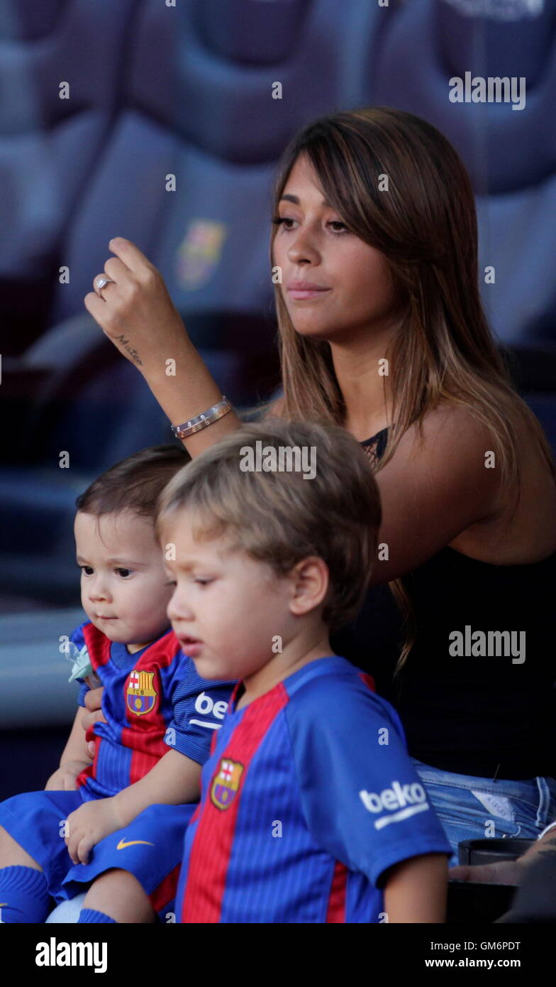 08/20/2016. Camp Nou, Barcelona, Spain. Antonella Roccuzzo Lionel Messi companion at Camp Nou Stock Photo