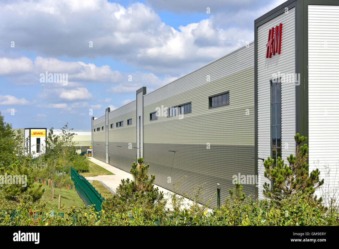 New H&M clothing business distribution warehouse on UK Rugby Gateway development centrally located in middle - Stock Image
